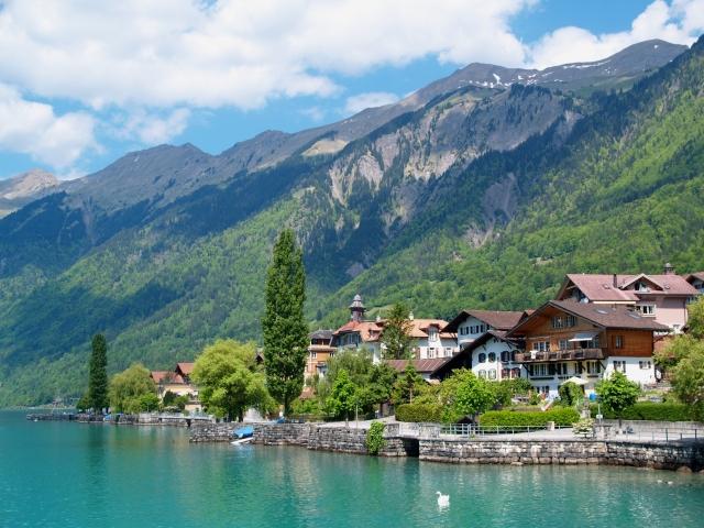 免責事項 スイスアルプス ブリエンツ湖